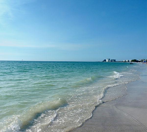 La plage de Clearwater est un peu plus au nord de St-Petersburg
