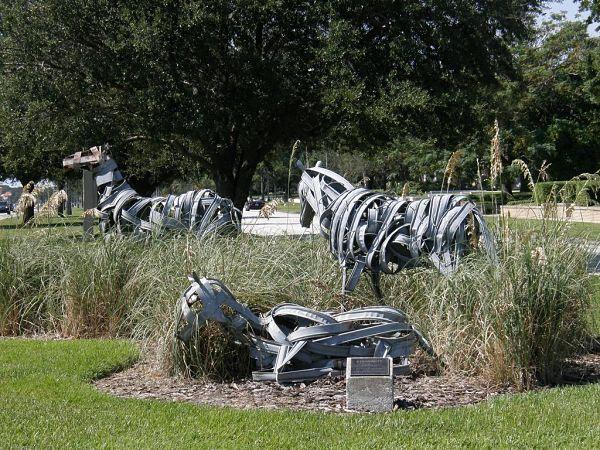 Il y a des sculptures dans la plupart des parcs de la ville.