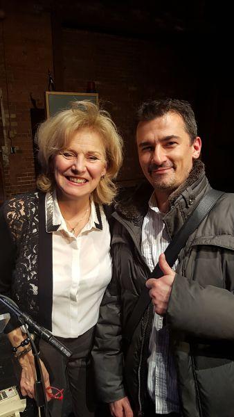 Je suis accompagné de la pétillante comédienne Michèle Delauriers