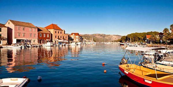 La localité de Hvar est l'une des plus vieilles villes en Europe.