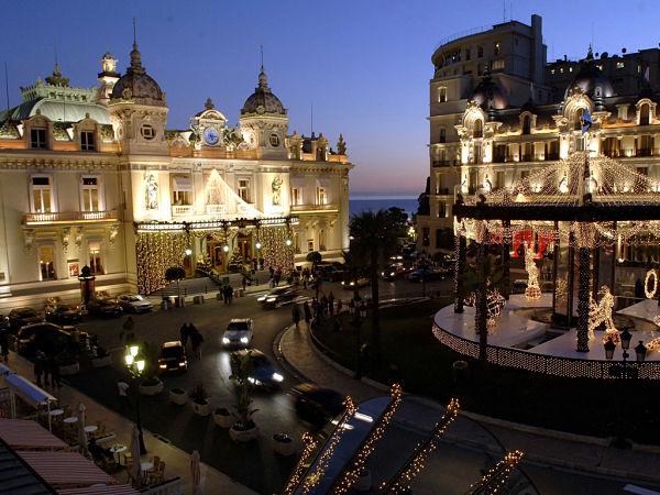 Après une journée au soleil, c'est le temps d'être tout beau et bronzé et aller au casino ou au restaurant!