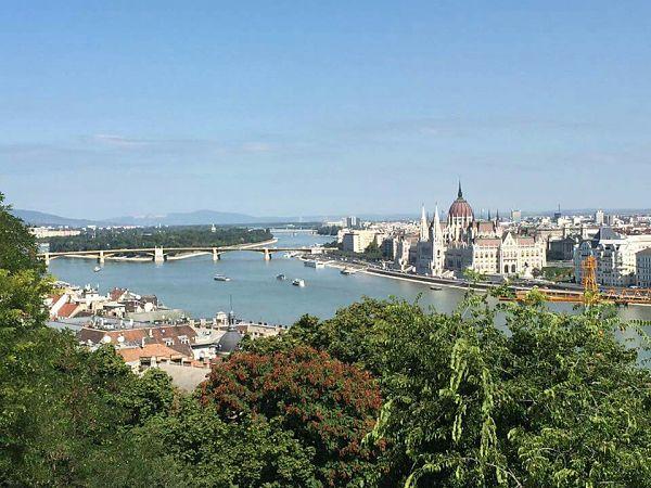 Un court, mais heureux séjour à Budapest. Une ville agréable au climat difficile. En effet, les vents sont très forts ici et soulèvent beaucoup de particules.