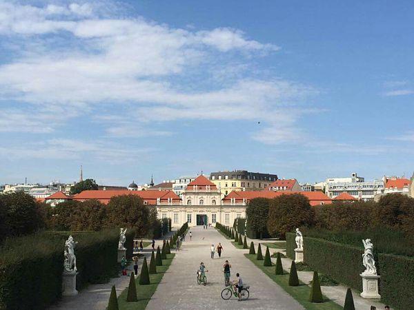 Vienne la magnifique, avec ses jardins luxuriants et ses beaux palais.