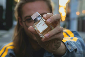 Jouez la carte de l'élégance avec AMYRIS, l'eau de parfum signée MAISON FRANCIS KURKDJIAN!